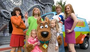 Kids posing with the Cast of Scooby Doo on their visit to the theme parks on the Gold Coast.