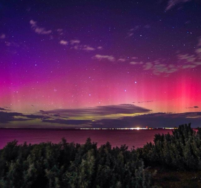 Aurora Australias over Port Phillip Bay with no filter - Courtesy of @weatherchickiebabe | Hightide Holidays