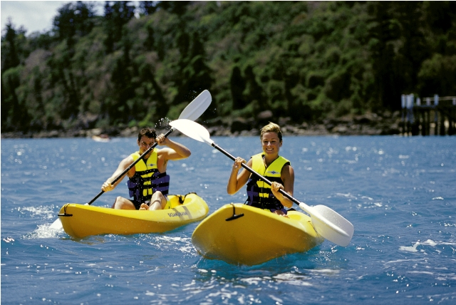 Kayaking on Daydream Island - Discover Queensland