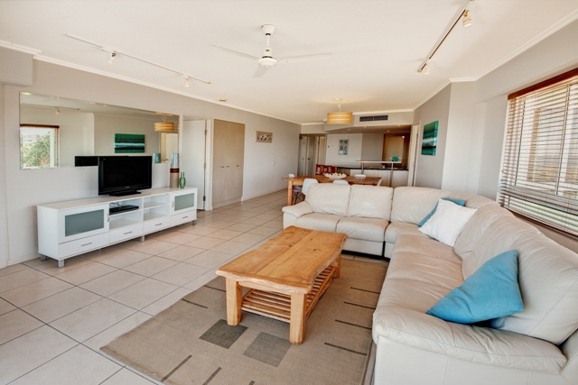 3 Bedroom Oceanfront Apartment in Rolling Surf Resort Caloundra on the Sunshine Coast - Discover Queensland
