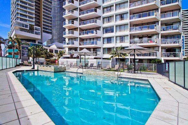 Outdoor Pool at South Pacific Plaza - Discover Queensland