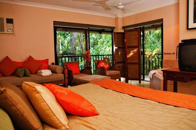 Hibiscus Resort & Spa Apartment Room surrounded by rainforest in the heart of Port Douglas - Discover Queensland