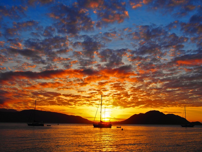 The warm Fitzroy Island Sunset | Discover Queensland