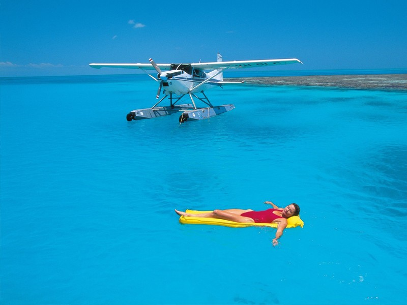 Helicopter Flights across the Great Barrier Reef from Palm Cove | Discover Queensland