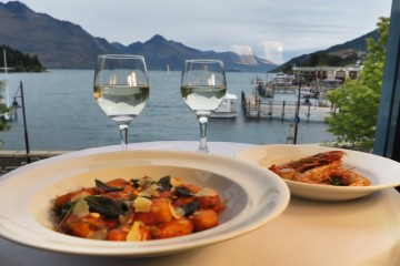 Prime Waterfront Restaurant with a spectacular View - Queenstown Holidays