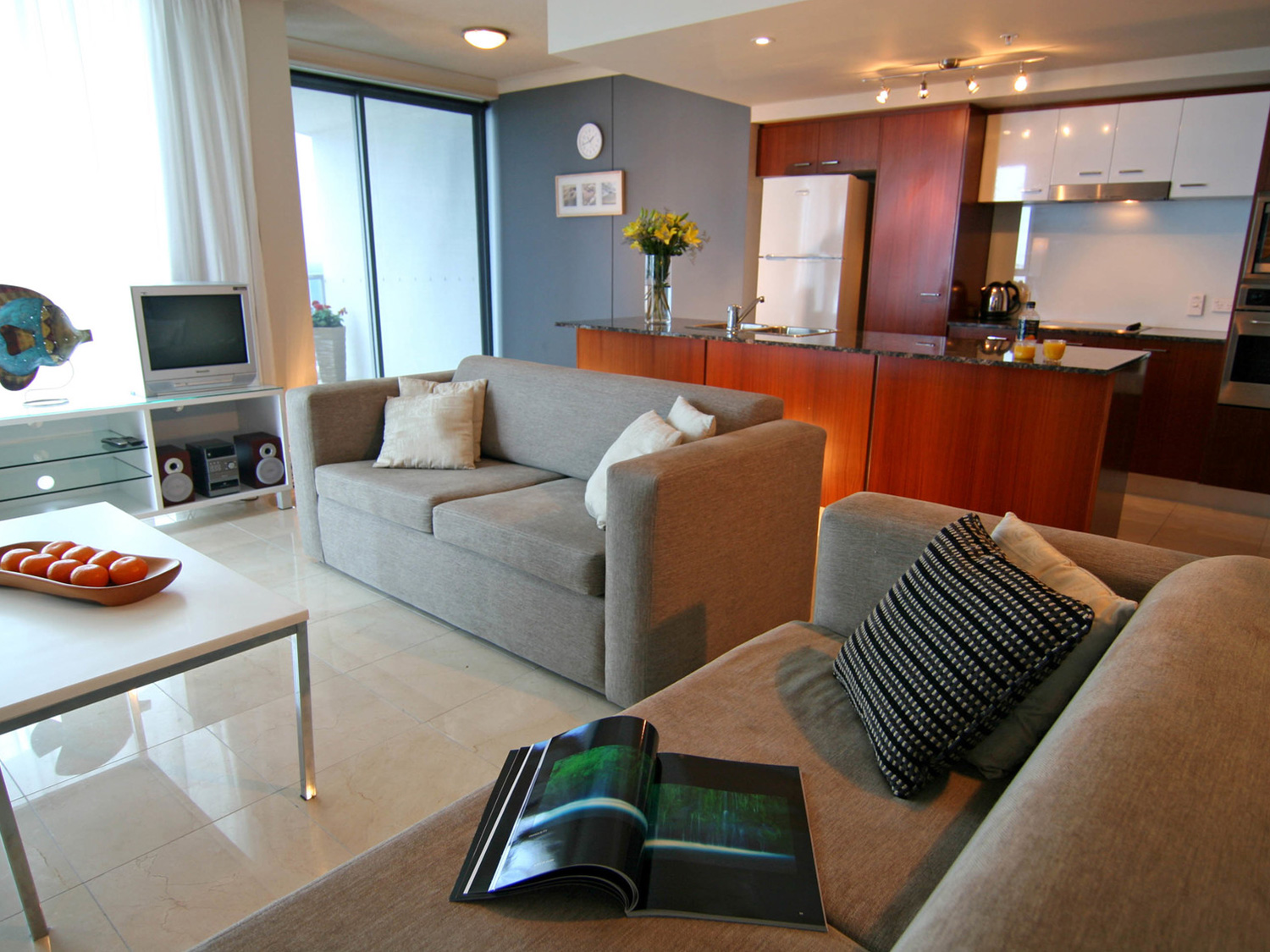 Mantra towers of chevron for Cheap 2 bedroom apartments gold coast