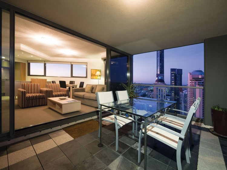 Oaks Brisbane Aurora Suites