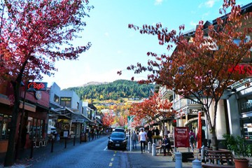 Queenstown Mall in Autumn - Queenstown Holidays
