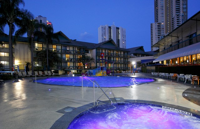Night view of the Paradise Resort Pool Area - Discover Queensland