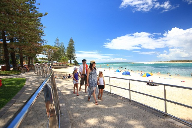Family wandering down Caloundra Walkway - Hightide Holidays