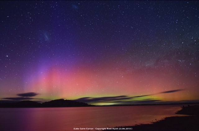 Aurora Australis over Bendigo, Victoria complete with moving stars and beautiful colours - Courtesy of @nonih13I