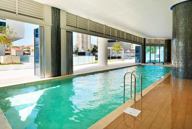HIlton Surfers Paradise Heated Indoor Pool - Discover Queensland