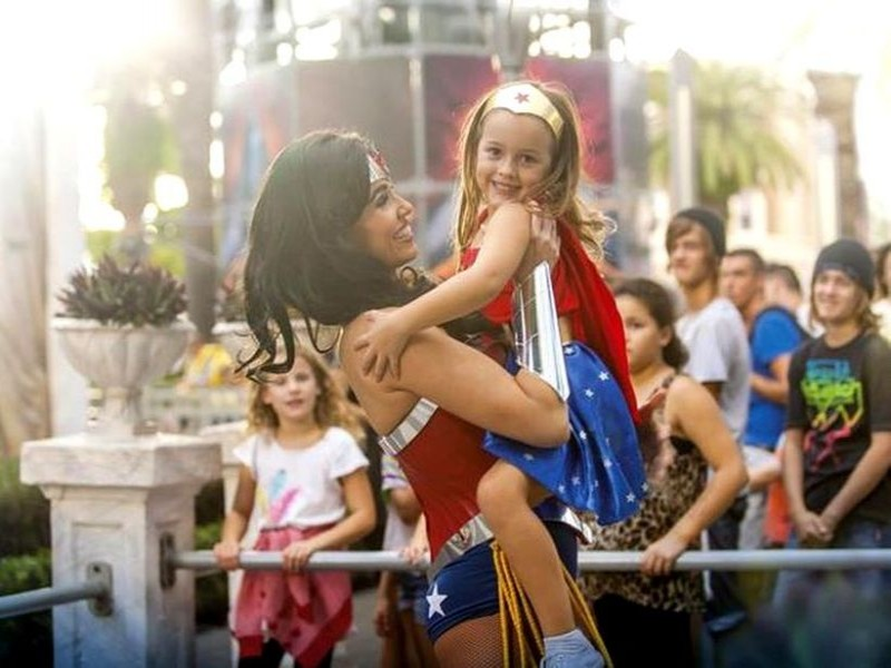 Movie World - Wonder Woman - Discover Queensland