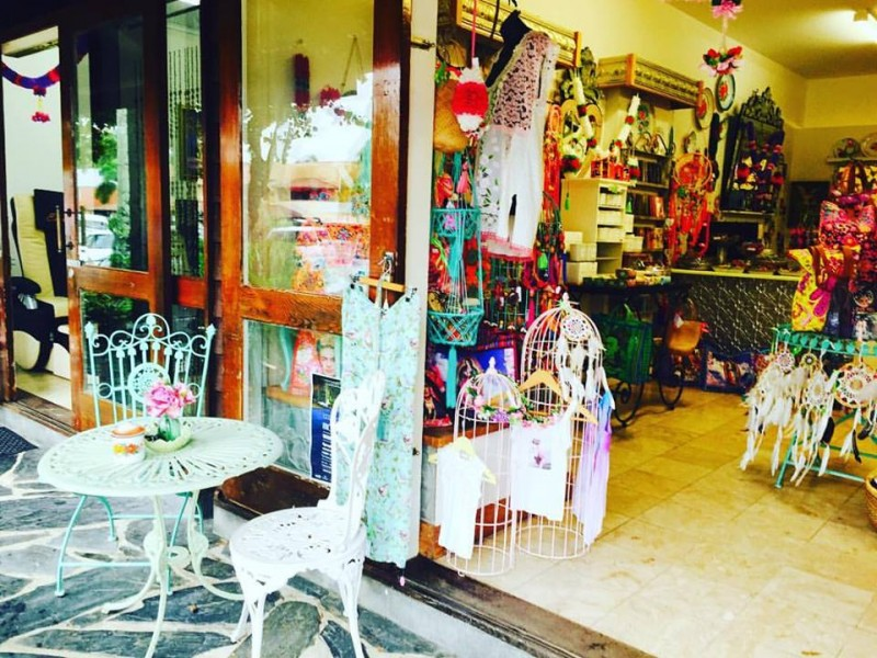 Moonshine Bay Boutique for all your gift, trinket and cafe needs on your Port Douglas Holiday! | Discover Queensland