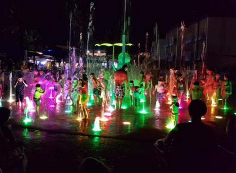 Sea World Resort SpongeBob SplashBash Water Park Light Show - Discover Queensland