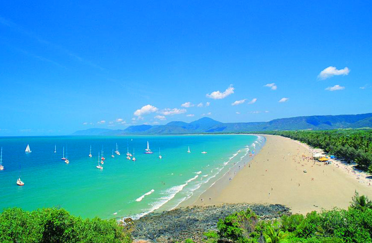 Four Mile Beach in Port Douglas, Tropical North Queensland | Your Guide to Port Douglas | Discover Queensland