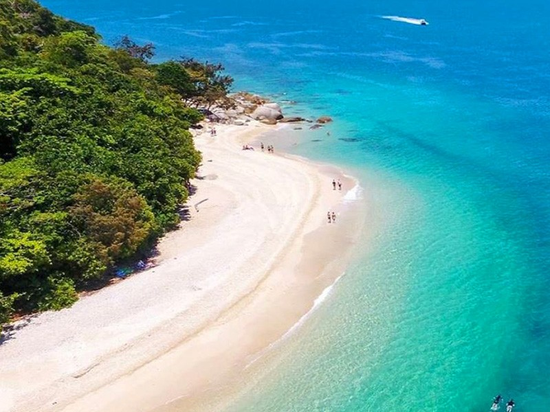 5 Amazing Queensland Destinations You Didn't Know About - Nudey Beach on Fitzroy Island by @phlipvids