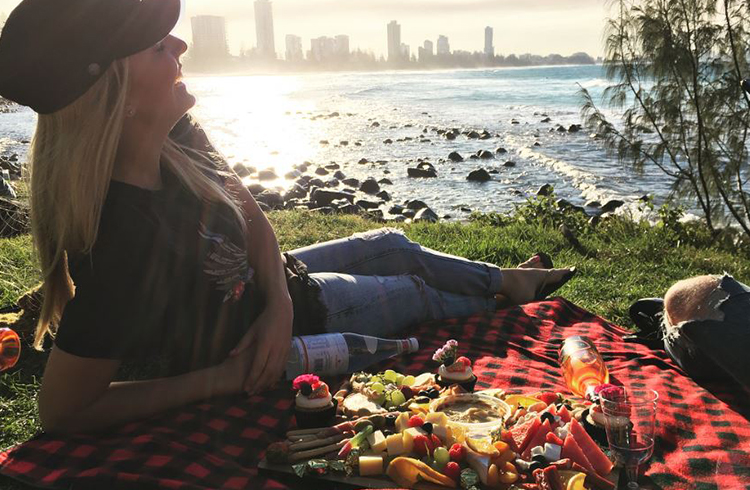 10 Photos That Will Make You Want to Visit Burleigh Heads | Discover Queensland | The most incredible picnic on Burleigh Hill by @tiff263