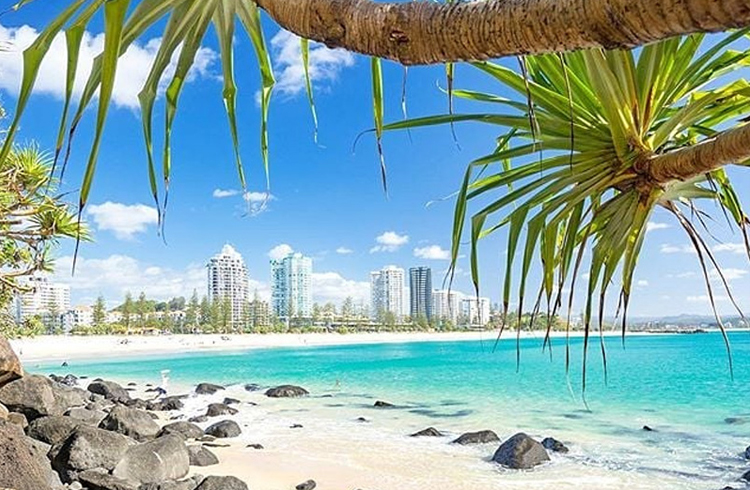 Your Guide to Coolangatta | Image by @simonbeedlephotography | Discover Queensland