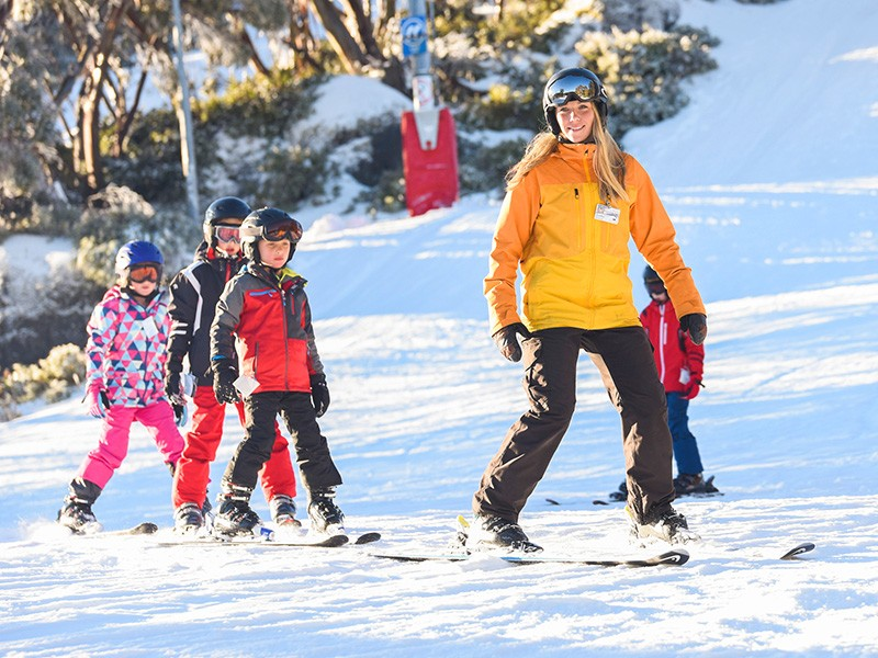 Skiing lessons by Visit Victoria | How to do a snow holiday in the Victoria High Country | Discover Victoria