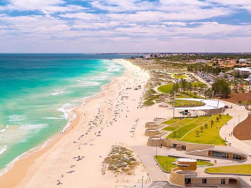 Scarborough Coastline by @hillarysharbourresort | How to Live Like a Local on Holidays in Scarborough | Discover Western Australia | Discover WA