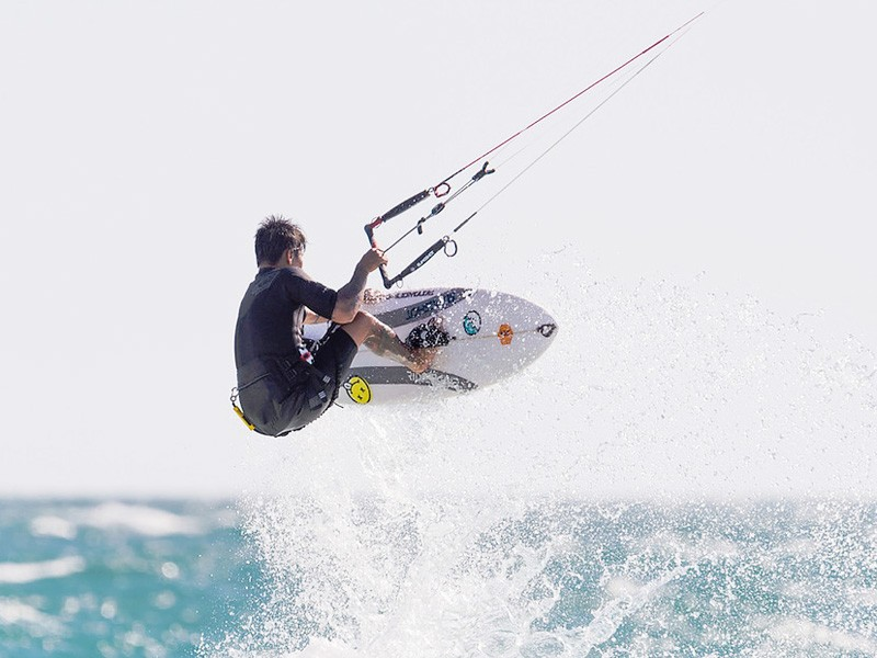 Kite Surfing | Image via KitesurfSUP | How to Live Like a Local on Holidays in Scarborough | Discover Western Australia