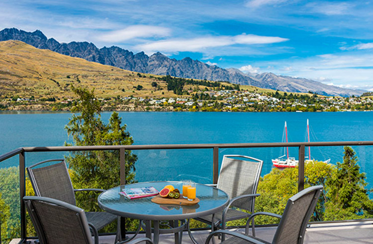Reasons to Visit Queenstown | 8. Accommodation Oaks Shores Queenstown | Global Explorer