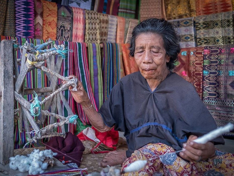 Sasak Woman Weaving | Image by @theearlybird.co via Instagram | How to Make the Most of Your Stay at Wyndham Lombok | Global Explorer