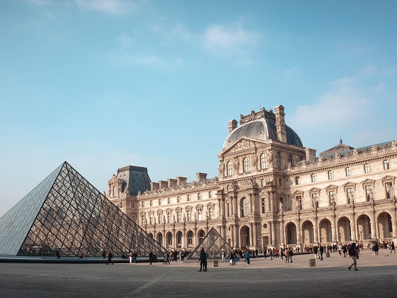 Things you can do instead of travelling | Virtual Louvre Tours | Hightide Holidays