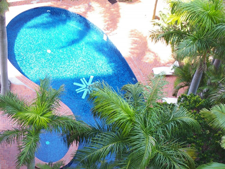 Outdoor tropical pool & spa