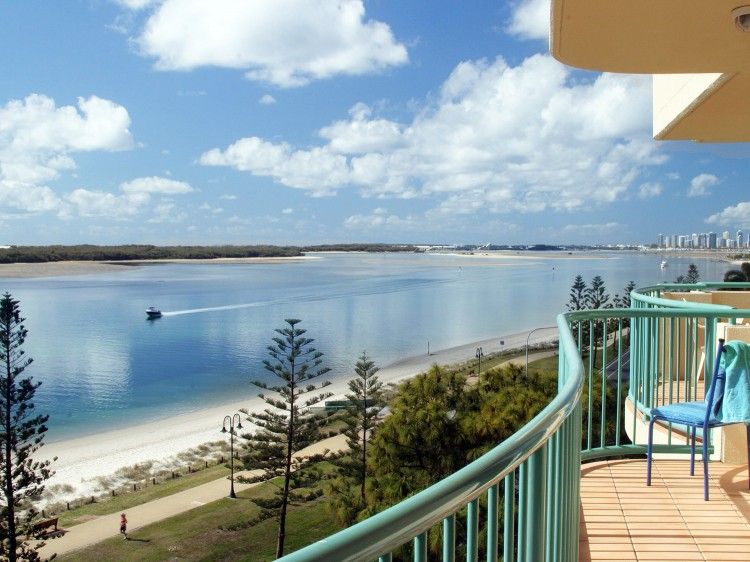 Balcony Views over the Broadwater