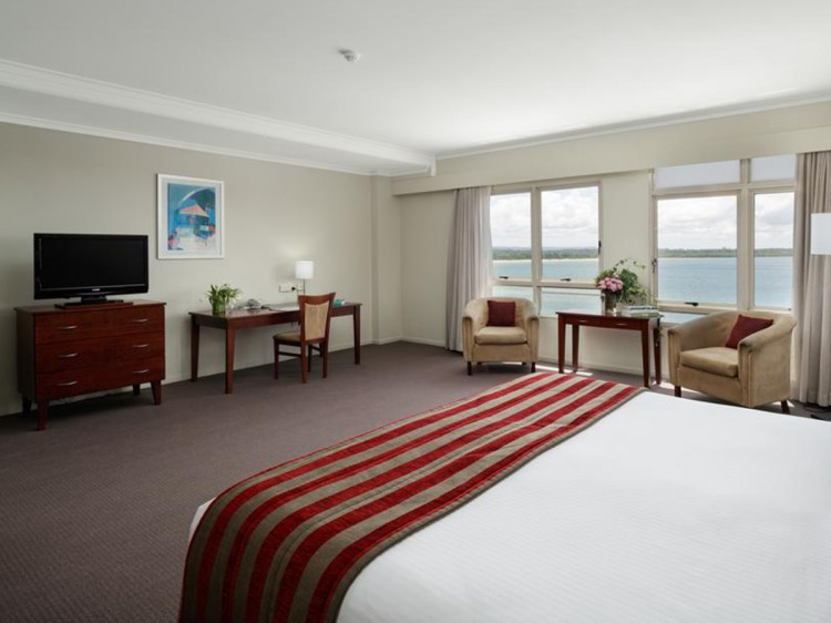 Superior King Room with River View